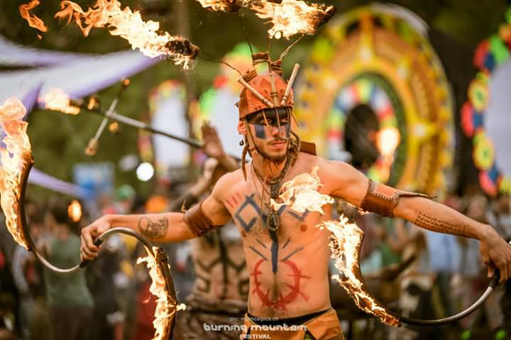 Icona Arte e Intrattenimento - Performance Burning Mountain Festival - CH