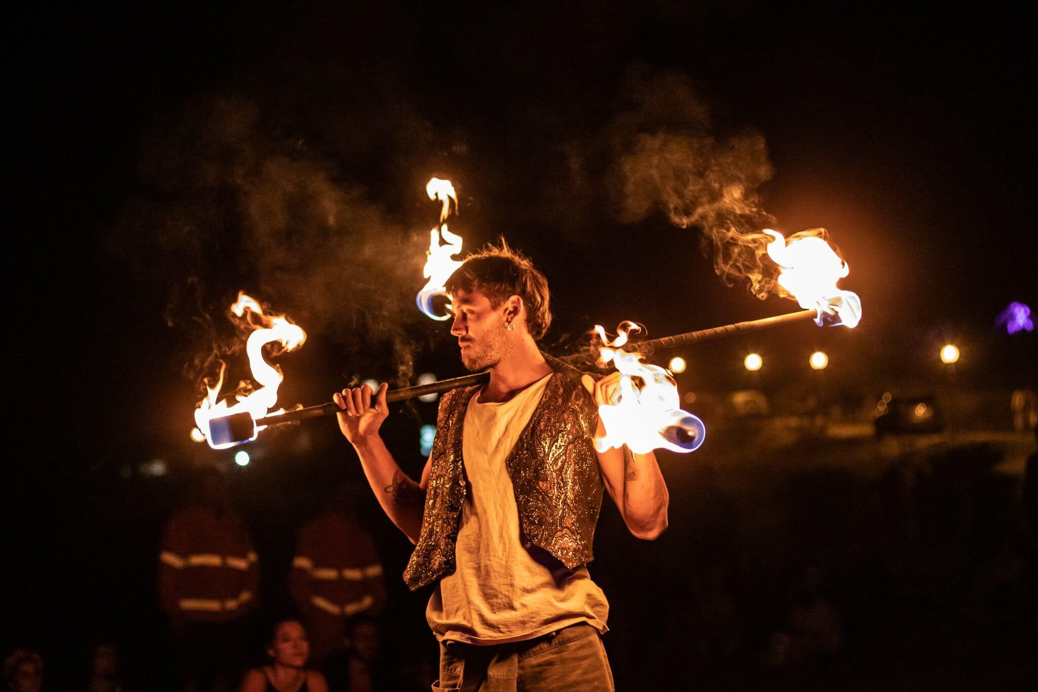 Nicola Colleoni Performarte – performer – fuoco – bastoni – wao festival