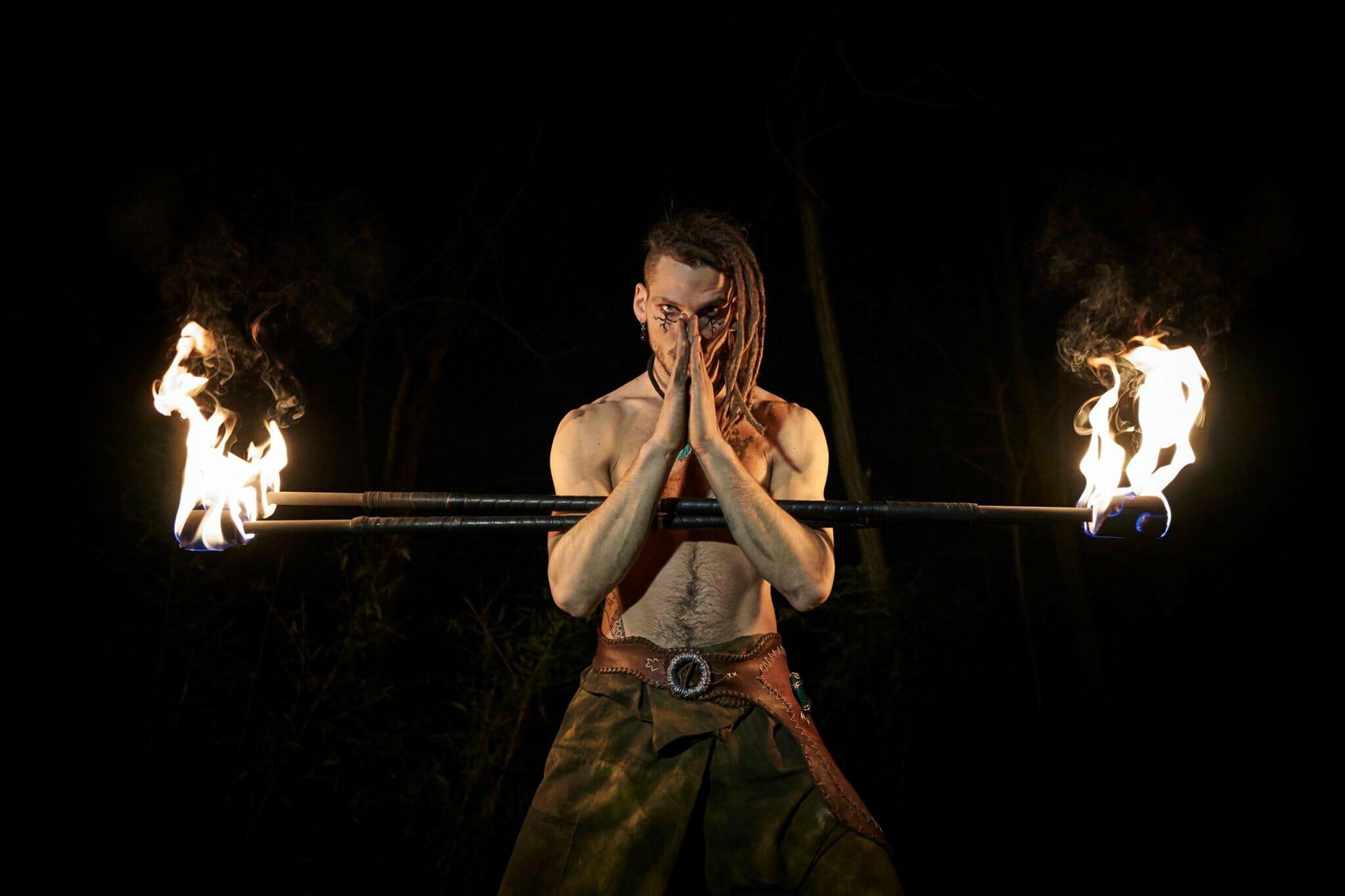 Nicola Colleoni Performarte – spettacolo di fuoco – giocoliere – bastoni – medievale