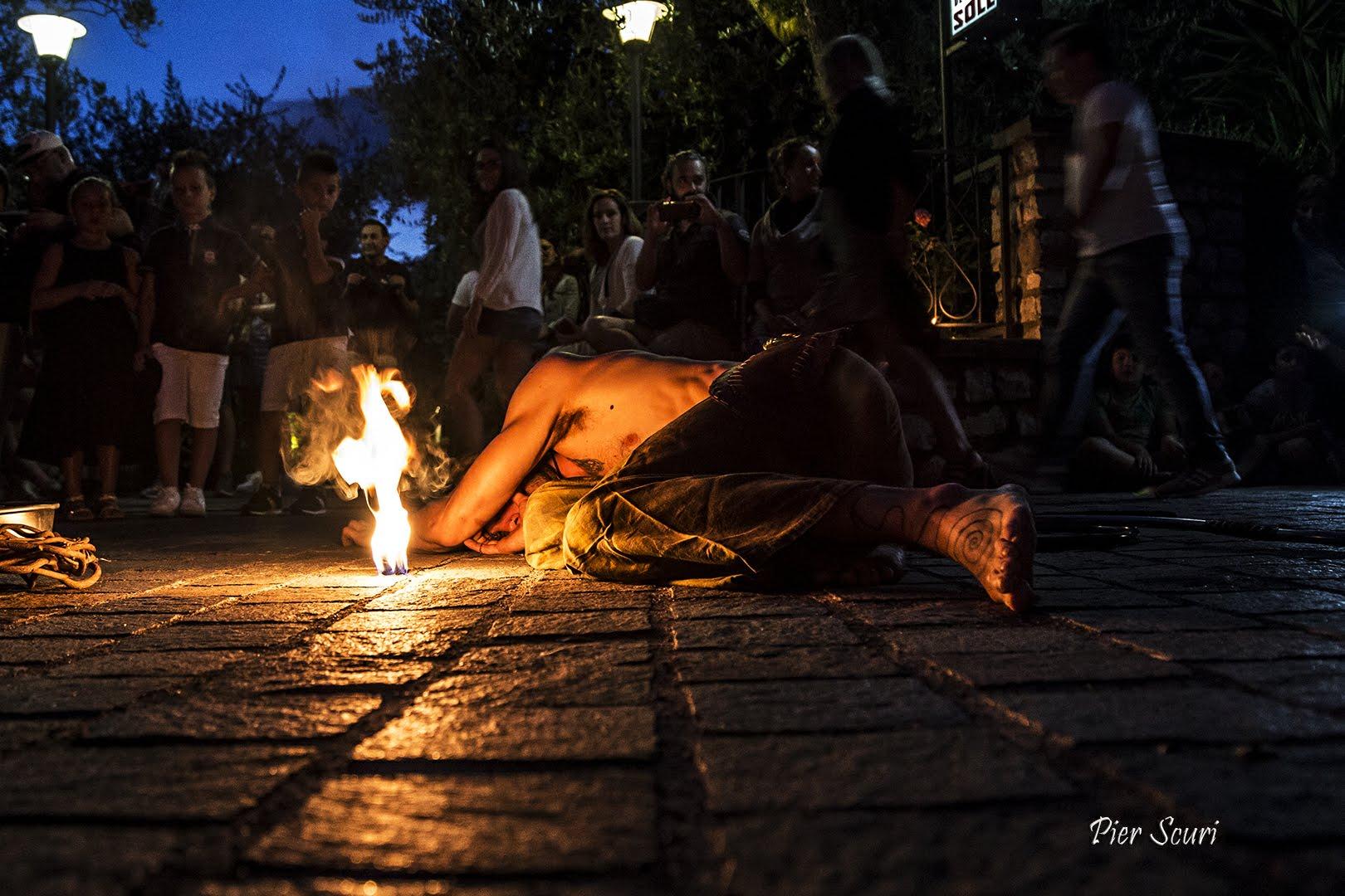 Nicola Colleoni Performarte – La Compagnia del Niño – Spettacolo di fuoco – Monte Isola