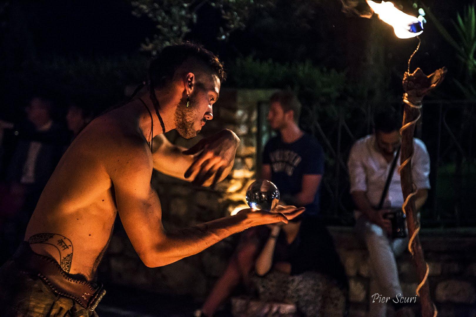 Nicola Colleoni Performarte – La Compagnia del Niño – spettacolo di fuoco