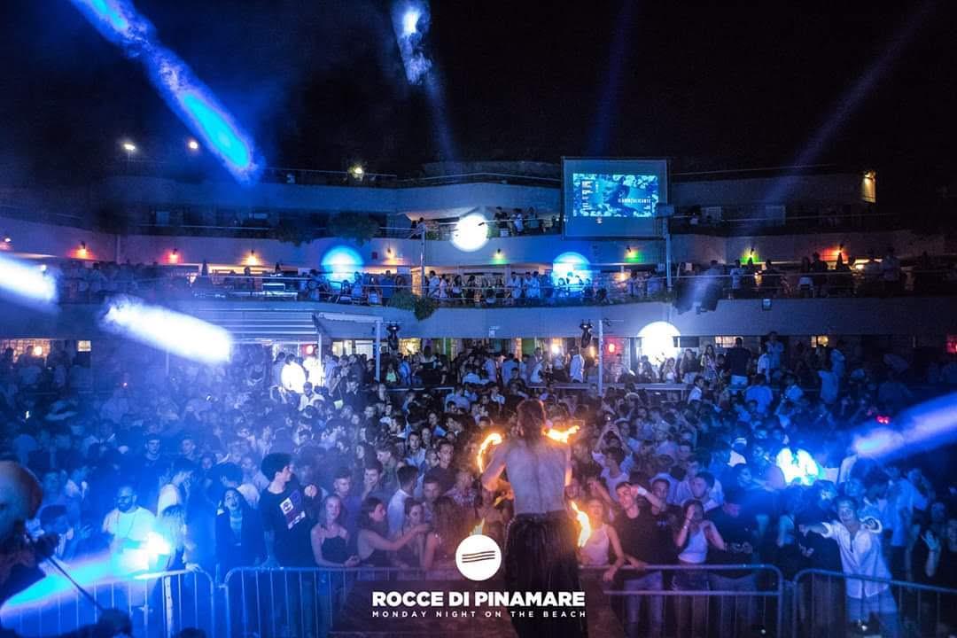 Nicola Colleoni Performarte – Rocce di Pinamare – performance – fuoco