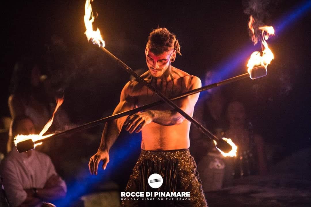 Nicola Colleoni – Performarte – fuoco – double contact Rocce di Pinamare
