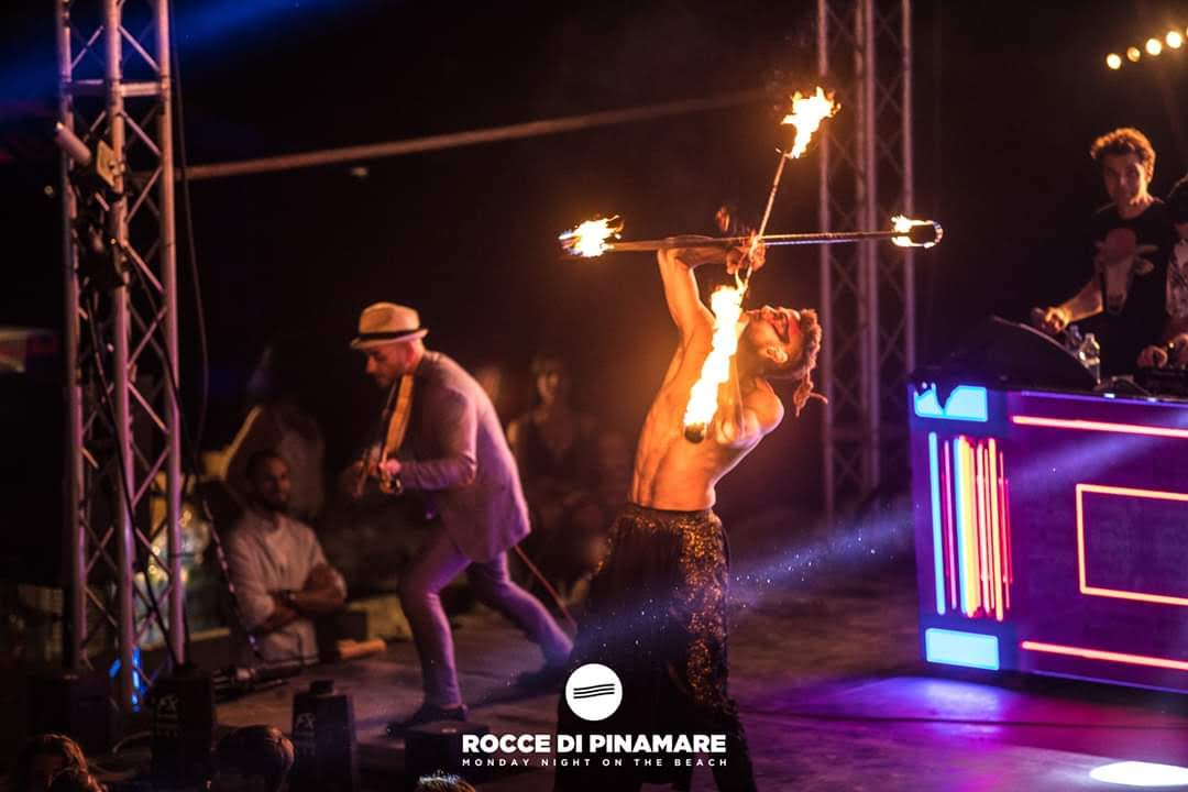 Nicola Colleoni Performarte – performance – double contact – Rocce di Pinamare