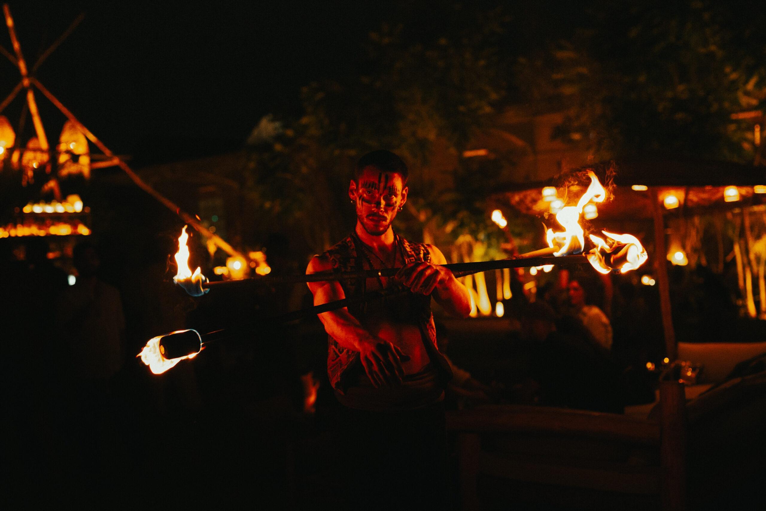 Nicola Colleoni Performarte – The Sanctuary Eco Retreat Milano – performer – double contact staff – fire